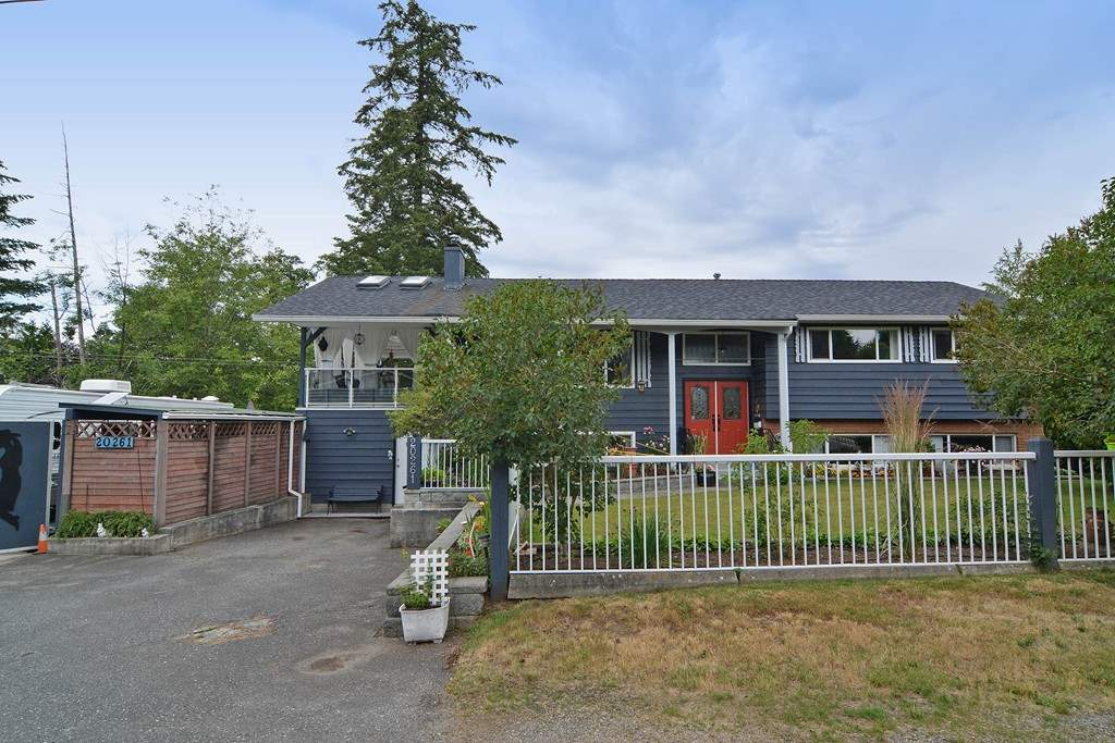 Main Photo: 20261 48 Avenue in Langley: Langley City House for sale : MLS®# R2101946
