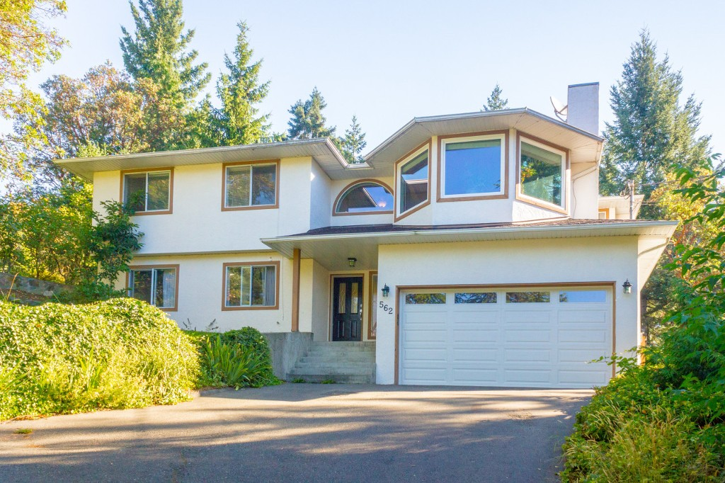 Main Photo: 562 Hansen Avenue in VICTORIA: La Thetis Heights Single Family Detached for sale (Langford)  : MLS®# 381354