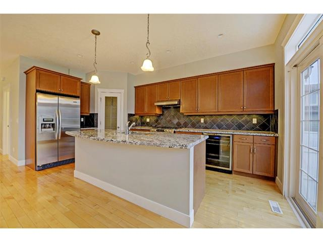 Photo 11: 176 MIKE RALPH Way SW in Calgary: Garrison Green House for sale : MLS® # C4091127