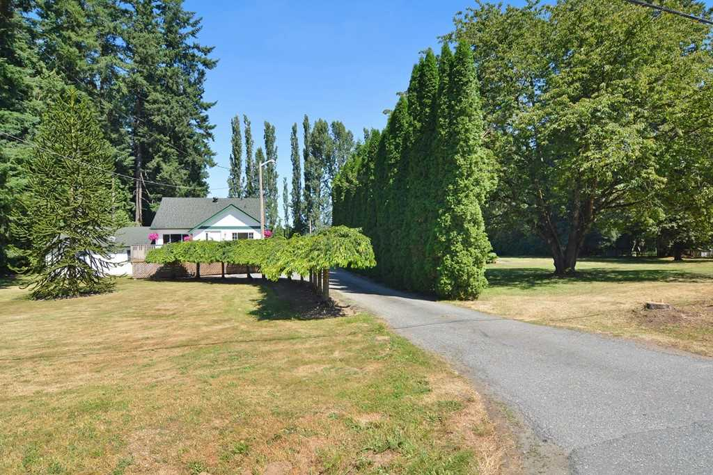 Main Photo: 23523 47 Avenue in Langley: Salmon River House for sale : MLS®# R2190915