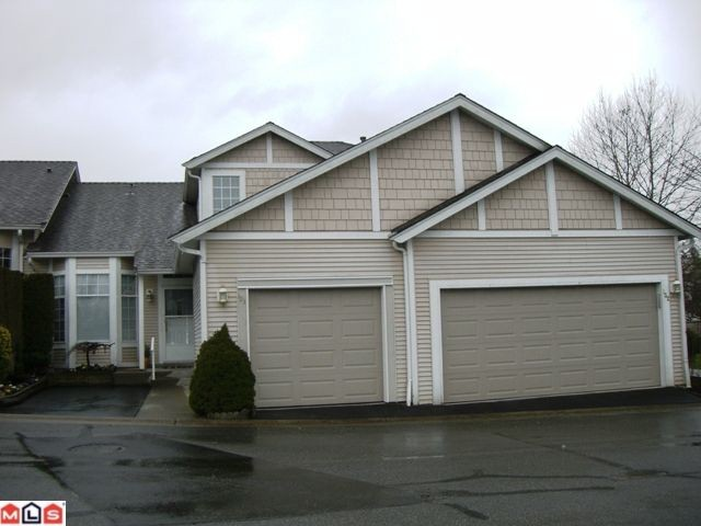 "Main Photo: 131 9012 WALNUT GROVE Drive in Langley: Walnut Grove Townhouse for sale in ""Queen Anne Green"" : MLS®# F1103996"