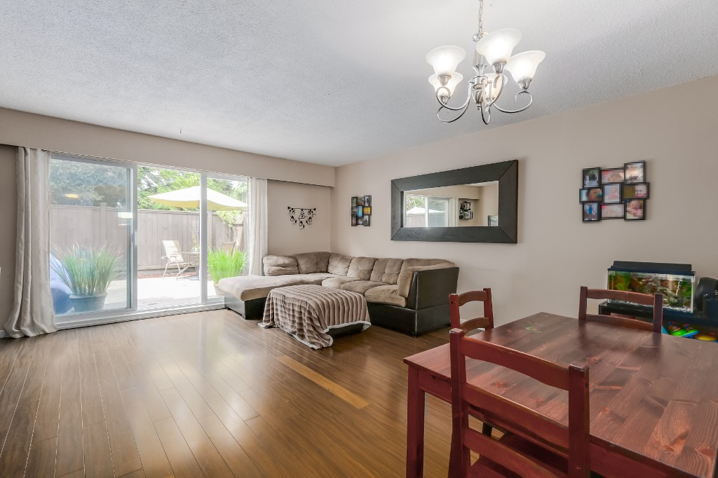 "Main Photo: 21 4949 57 Street in Delta: Hawthorne Townhouse for sale in ""OASIS"" (Ladner)  : MLS® # R2076455"