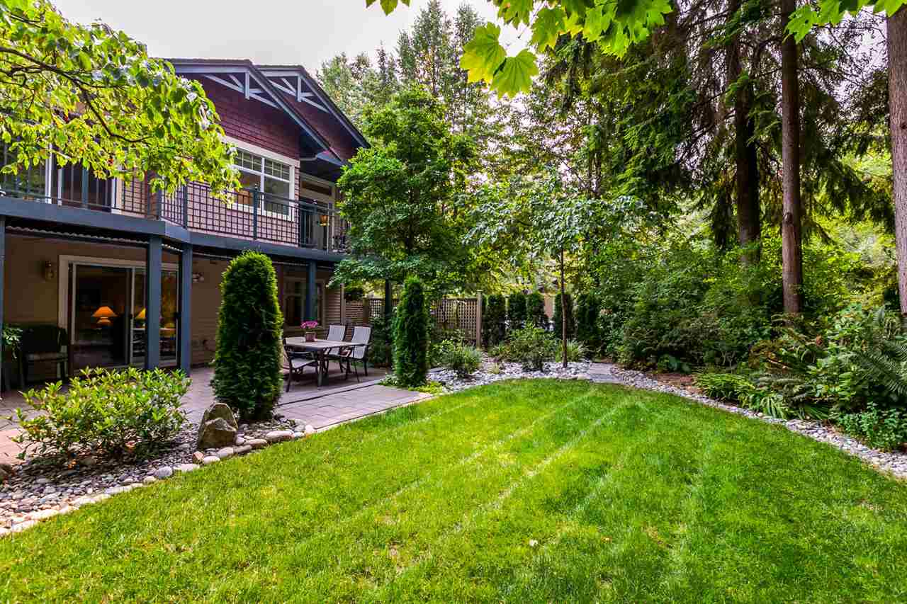 "Main Photo: 1172 STRATHAVEN Drive in North Vancouver: Northlands Townhouse for sale in ""Strathaven"" : MLS® # R2204532"