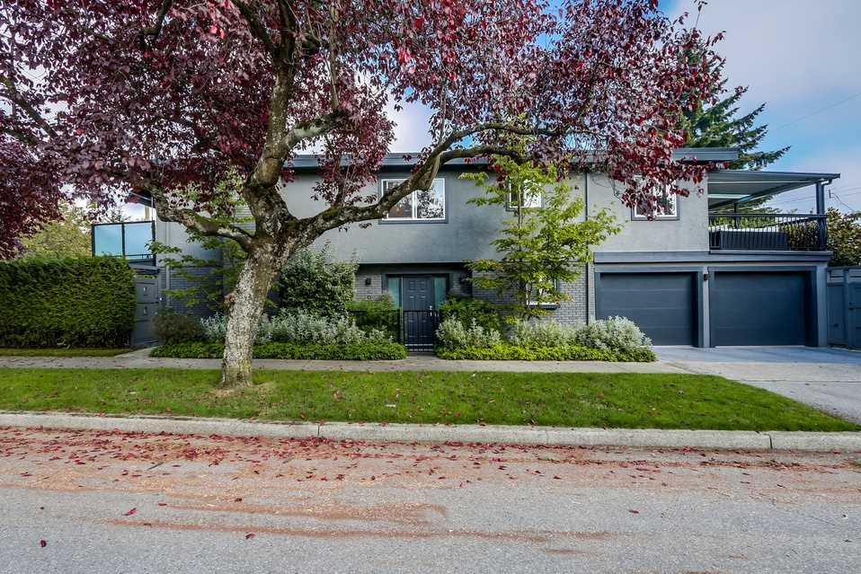 FEATURED LISTING: 405 35TH Avenue East Vancouver
