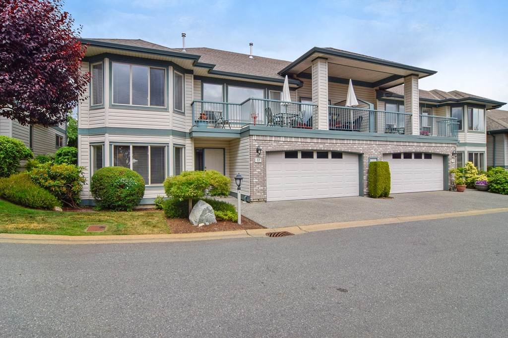"Main Photo: 33 31517 SPUR Avenue in Abbotsford: Abbotsford West Townhouse for sale in ""View Pointe"" : MLS®# R2275862"
