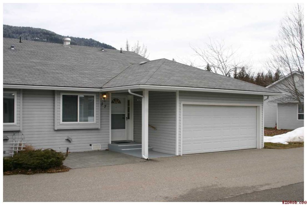 Main Photo: 37 219 Temple Street Sicamouse 219 Temple Street Sicamous: Sicamous Residential Detached for sale : MLS®# 10042011