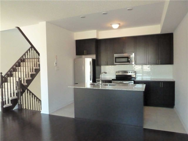 Photo 2: 145 165 Hampshire Way in Milton: Dempsey Condo for lease : MLS® # W3608312