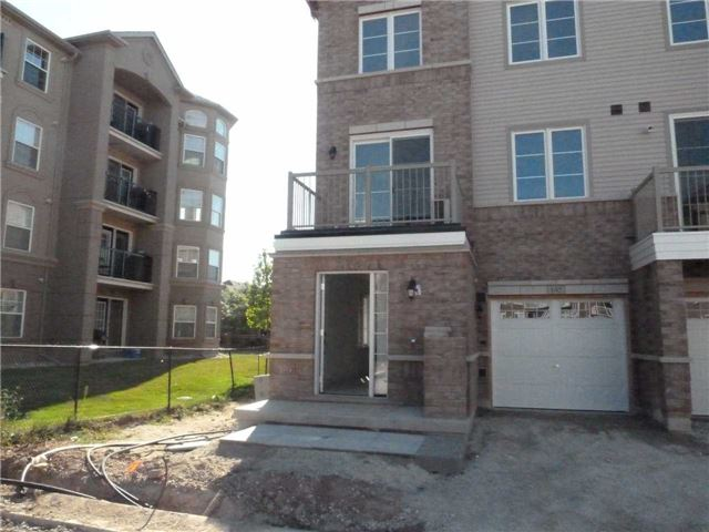 Main Photo: 145 165 Hampshire Way in Milton: Dempsey Condo for lease : MLS®# W3608312