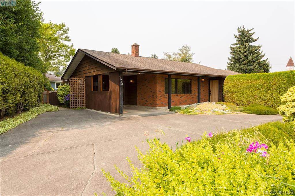 Main Photo: 1938 Genoa Place in SAANICHTON: CS Saanichton Single Family Detached for sale (Central Saanich)  : MLS®# 381835