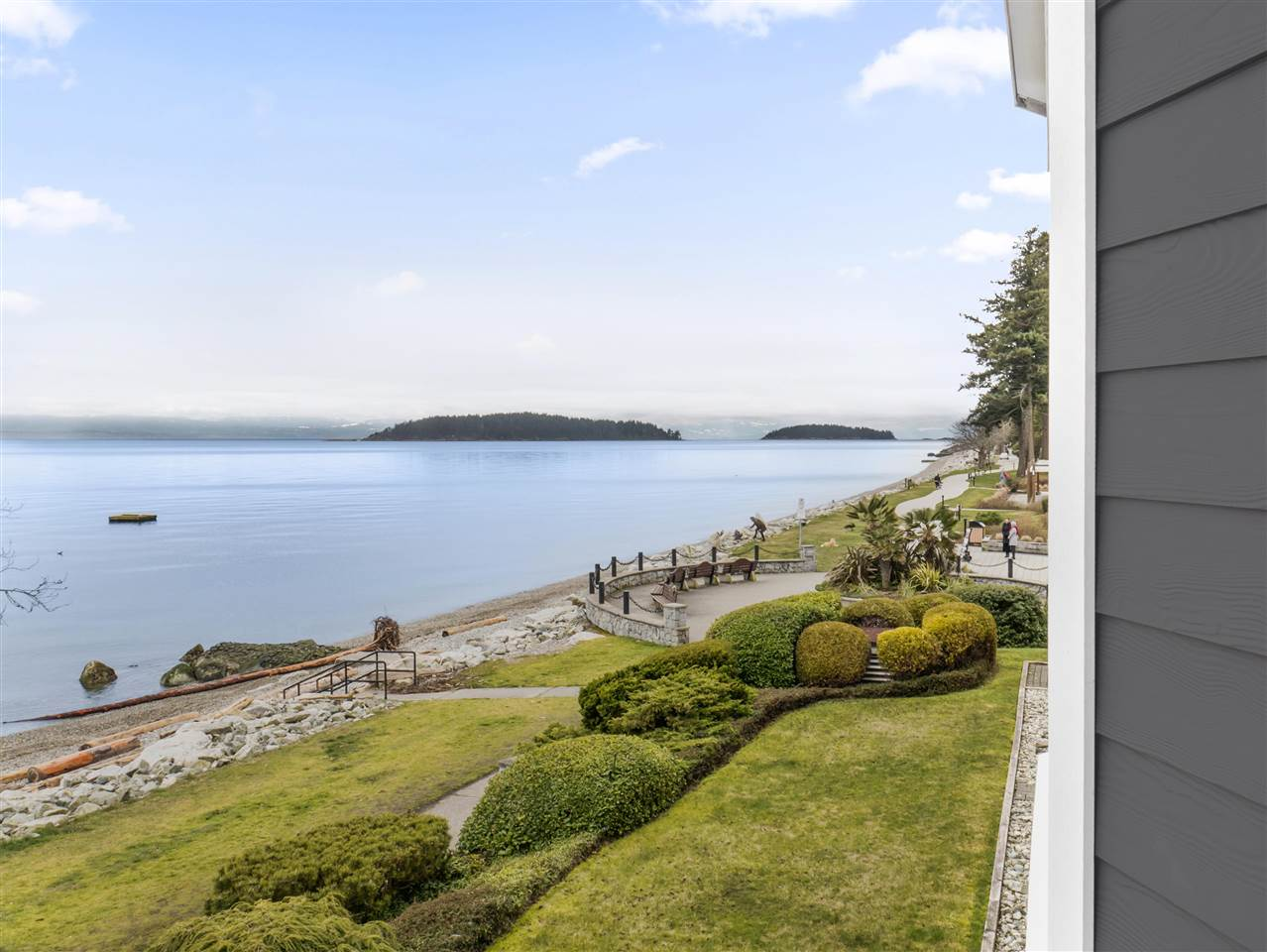 "Main Photo: 204 5470 INLET Avenue in Sechelt: Sechelt District Condo for sale in ""The Beachhouse"" (Sunshine Coast)  : MLS® # R2243636"