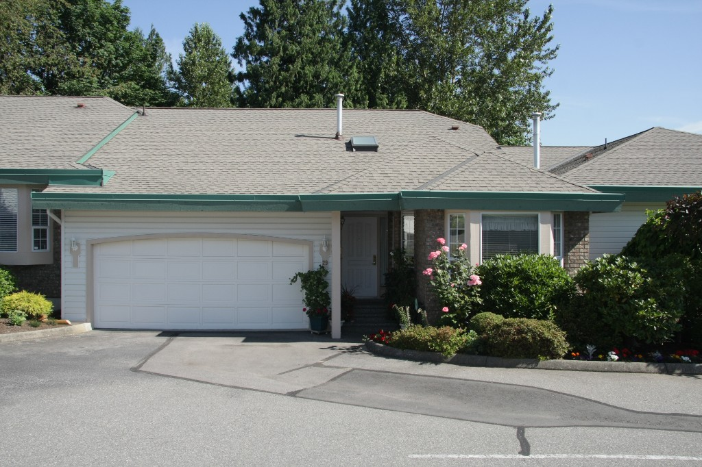 Main Photo: 29-3115 Trafalgar Street in Abbotsford: Central Abbotsford Townhouse for sale : MLS® # R2183518