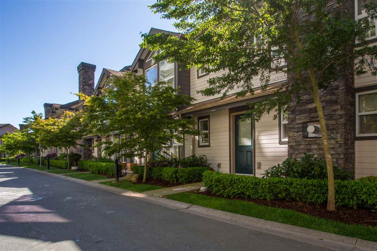 "Main Photo: 11 1204 MAIN Street in Squamish: Downtown SQ Townhouse for sale in ""Aqua"" : MLS®# R2067802"
