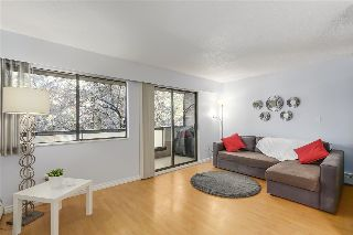 "Main Photo: 219 2190 W 7TH Avenue in Vancouver: Kitsilano Condo for sale in ""Sunset West"" (Vancouver West)  : MLS® # R2215334"