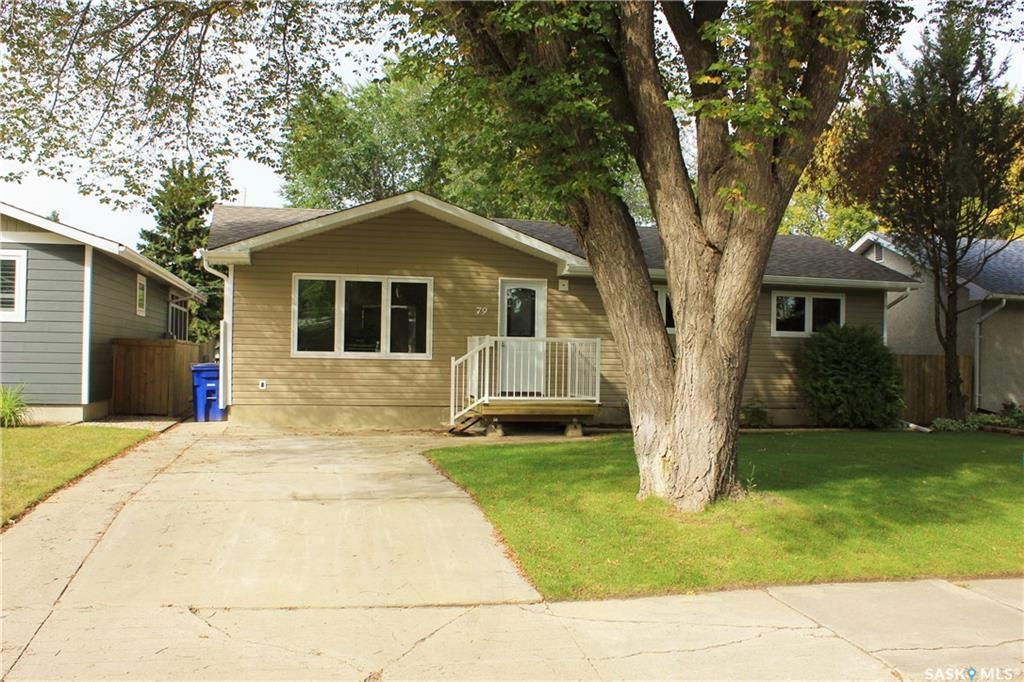 Main Photo: 79 Grosvenor Crescent in Saskatoon: Holliston Residential for sale : MLS® # SK711728