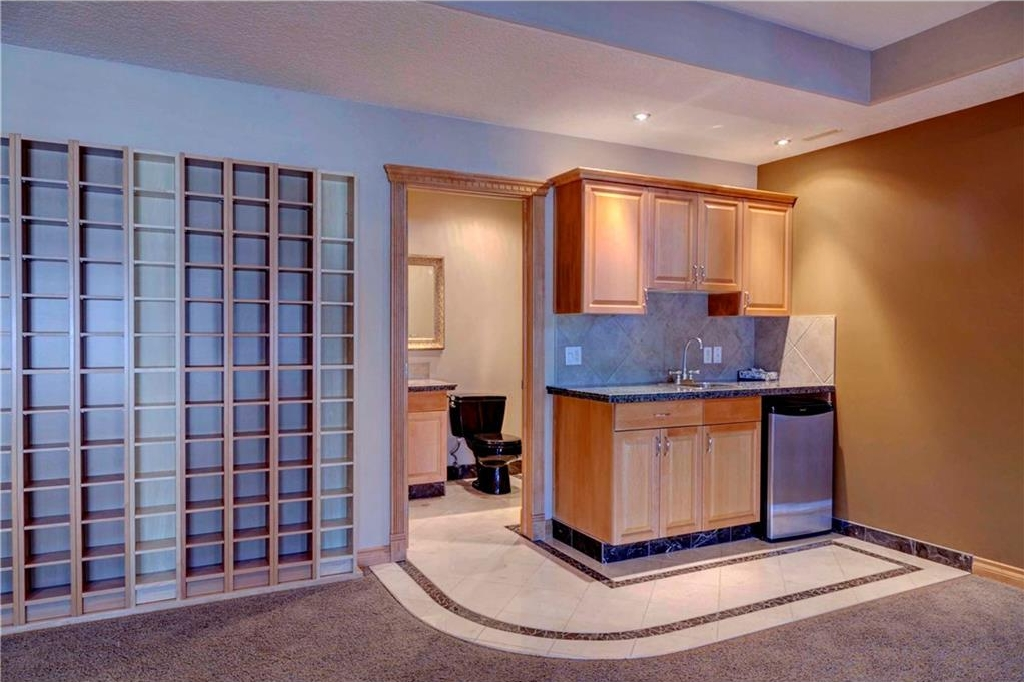 Wet bar for entertaining in your new home.