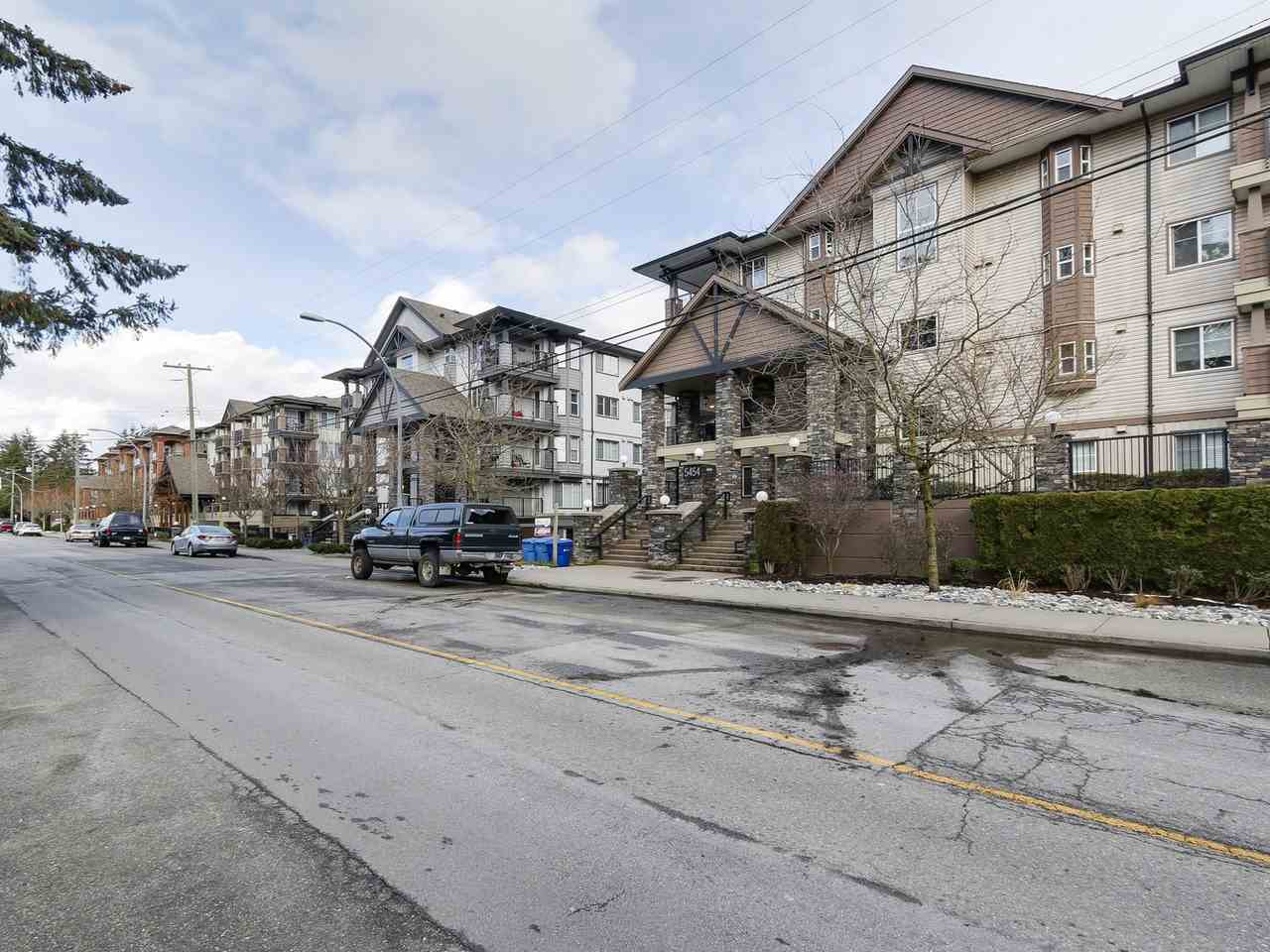 "Main Photo: 407 5454 198TH Street in Langley: Langley City Condo for sale in ""BRYDON WALK"" : MLS®# R2144433"