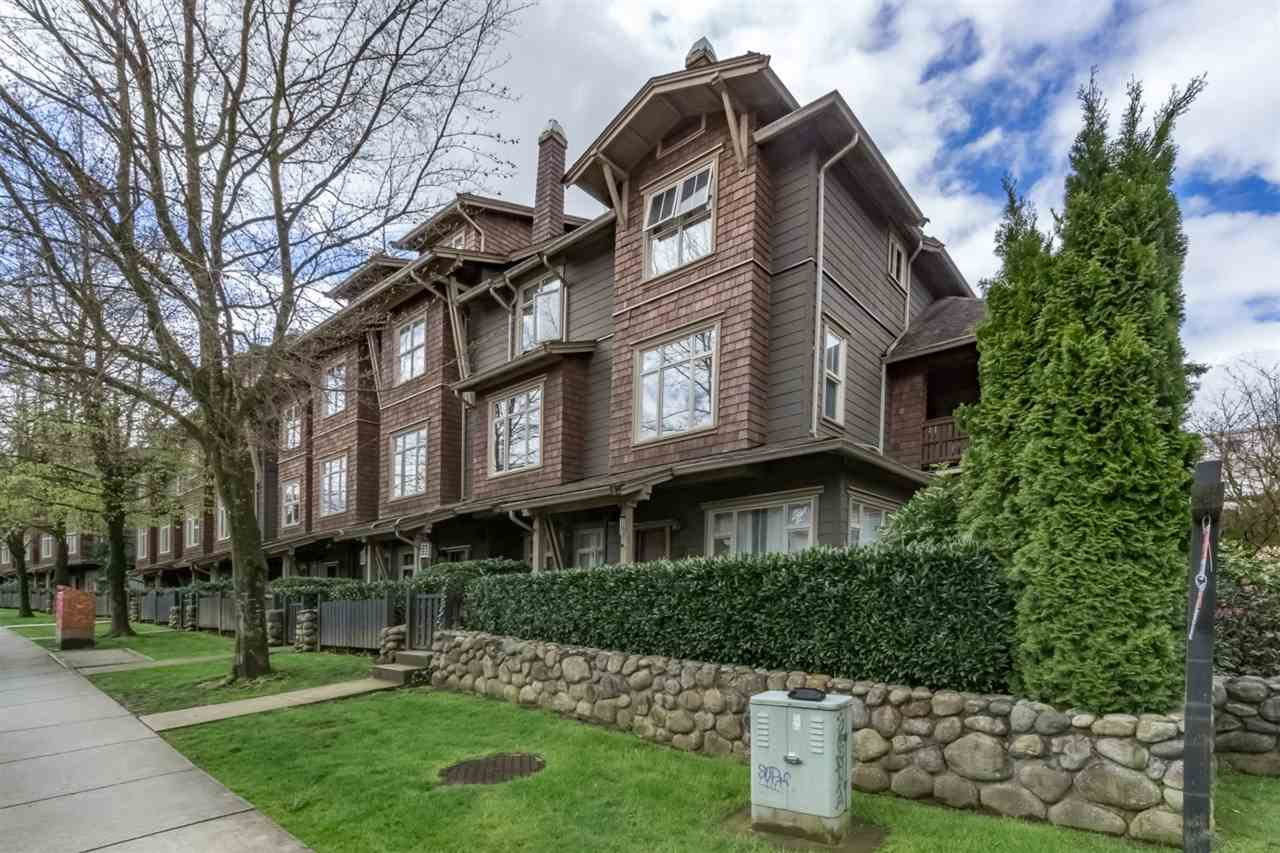 "Main Photo: 242 600 PARK Crescent in New Westminster: GlenBrooke North Townhouse for sale in ""THE ROYCROFT"" : MLS®# R2158837"