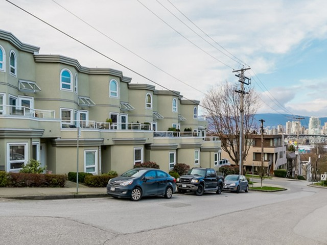 "Main Photo: 2307 ALDER Street in Vancouver: Fairview VW Townhouse for sale in ""ALDERWOOD PLACE"" (Vancouver West)  : MLS® # V1124045"