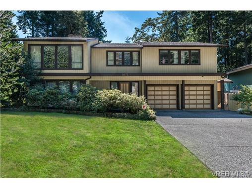 Main Photo: 1071 Quailwood Place in VICTORIA: SE Broadmead Residential for sale (Saanich East)  : MLS® # 327540