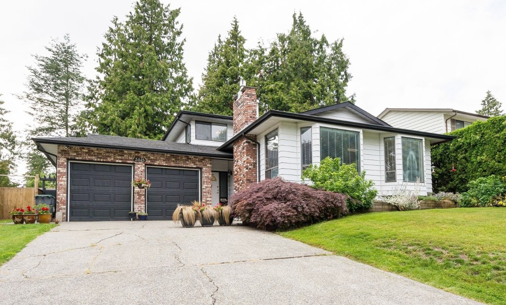 "Main Photo: 5815 170A Street in Surrey: Cloverdale BC House for sale in ""Jersey Hills West Cloverdale"" (Cloverdale)  : MLS®# R2084016"
