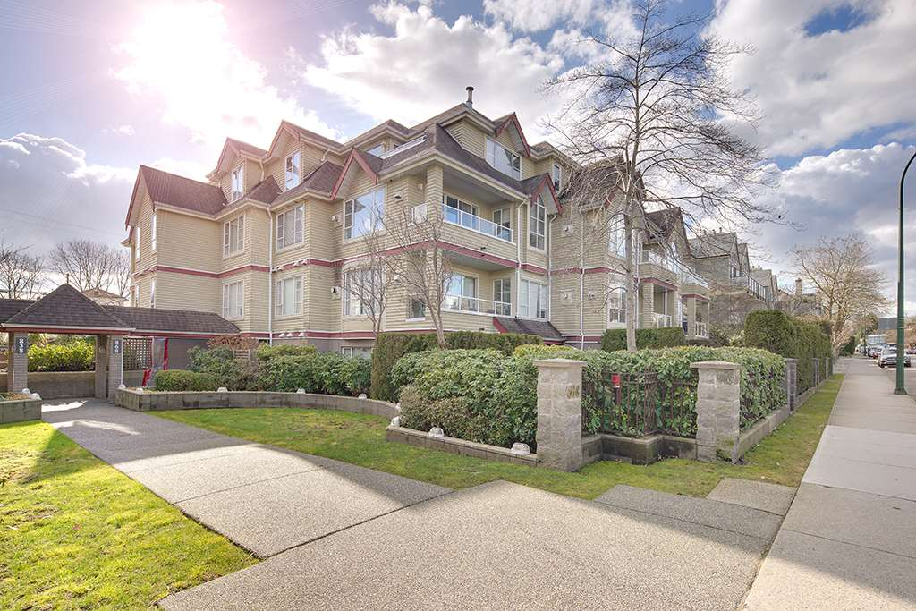 "Main Photo: 305 868 W 16TH Avenue in Vancouver: Cambie Condo for sale in ""Willow Springs"" (Vancouver West)  : MLS® # R2141883"