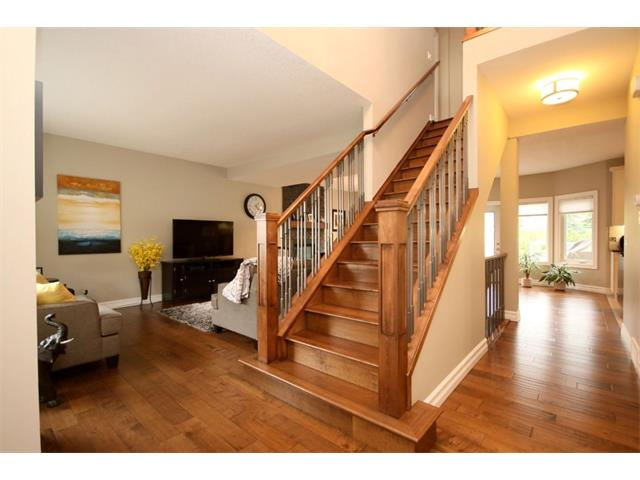 Main Photo: 156 GLENEAGLES Close: Cochrane House for sale : MLS®# C4018066