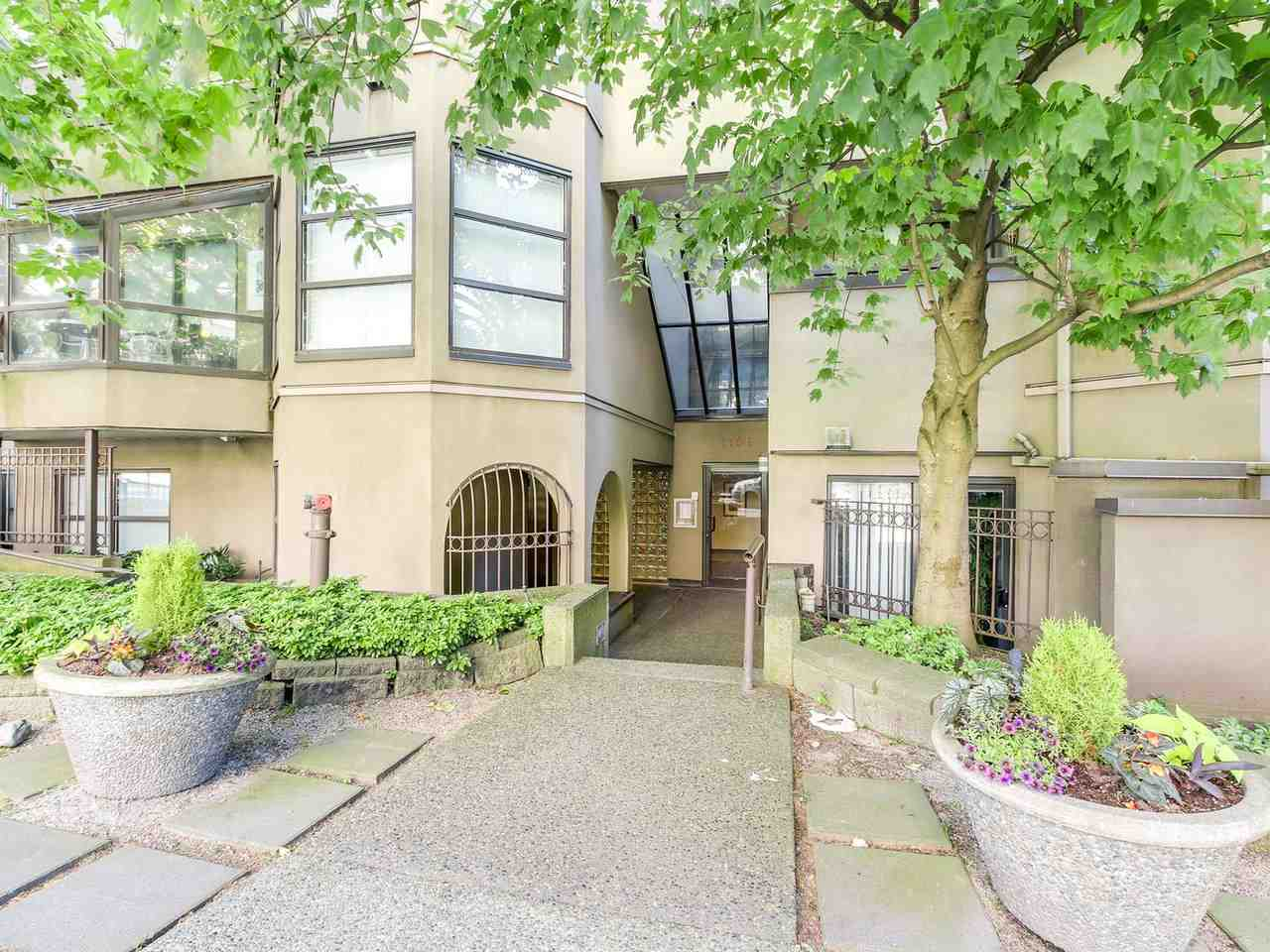 Main Photo: 401 1106 PACIFIC Street in Vancouver: West End VW Condo for sale (Vancouver West)  : MLS(r) # R2181392