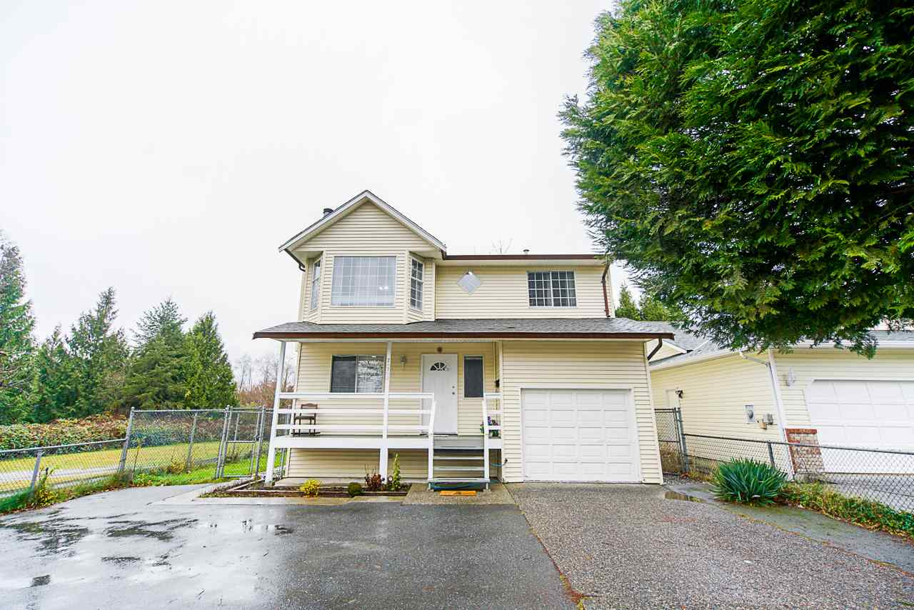 FEATURED LISTING: 20703 51B Avenue Langley