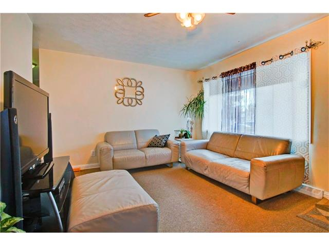 Photo 3: 4232 7 Avenue SW in Calgary: Rosscarrock House for sale : MLS® # C4078756