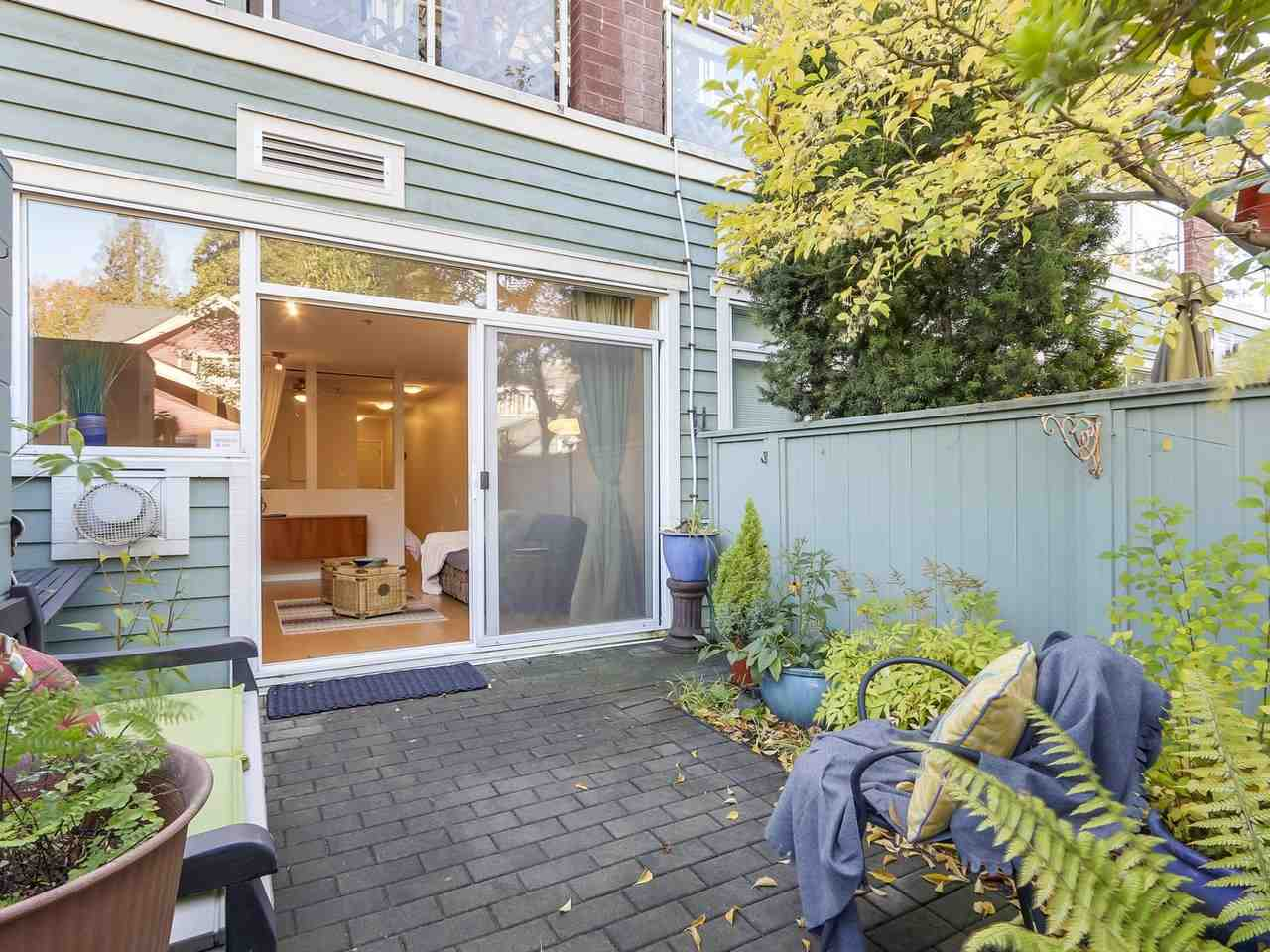 "Main Photo: 112 2929 W 4TH Avenue in Vancouver: Kitsilano Condo for sale in ""Madison"" (Vancouver West)  : MLS®# R2314958"