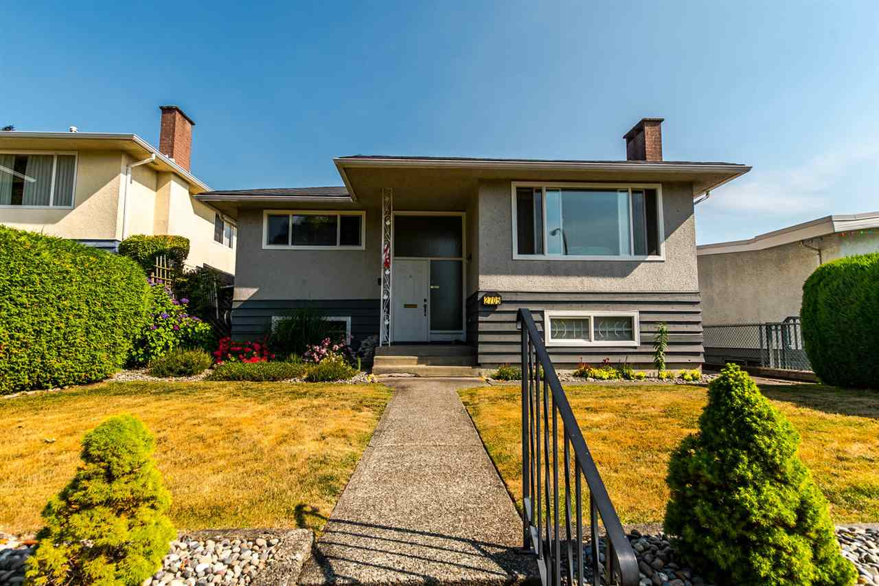 Main Photo: 2705 E 57TH Avenue in Vancouver: Fraserview VE House for sale (Vancouver East)  : MLS®# R2189615