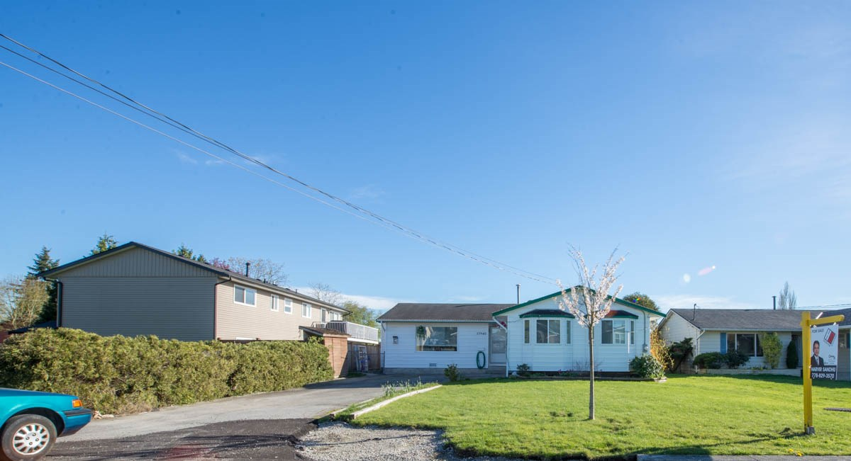 Main Photo: 17940 57A AVENUE in : Cloverdale BC House for sale : MLS®# R2078478