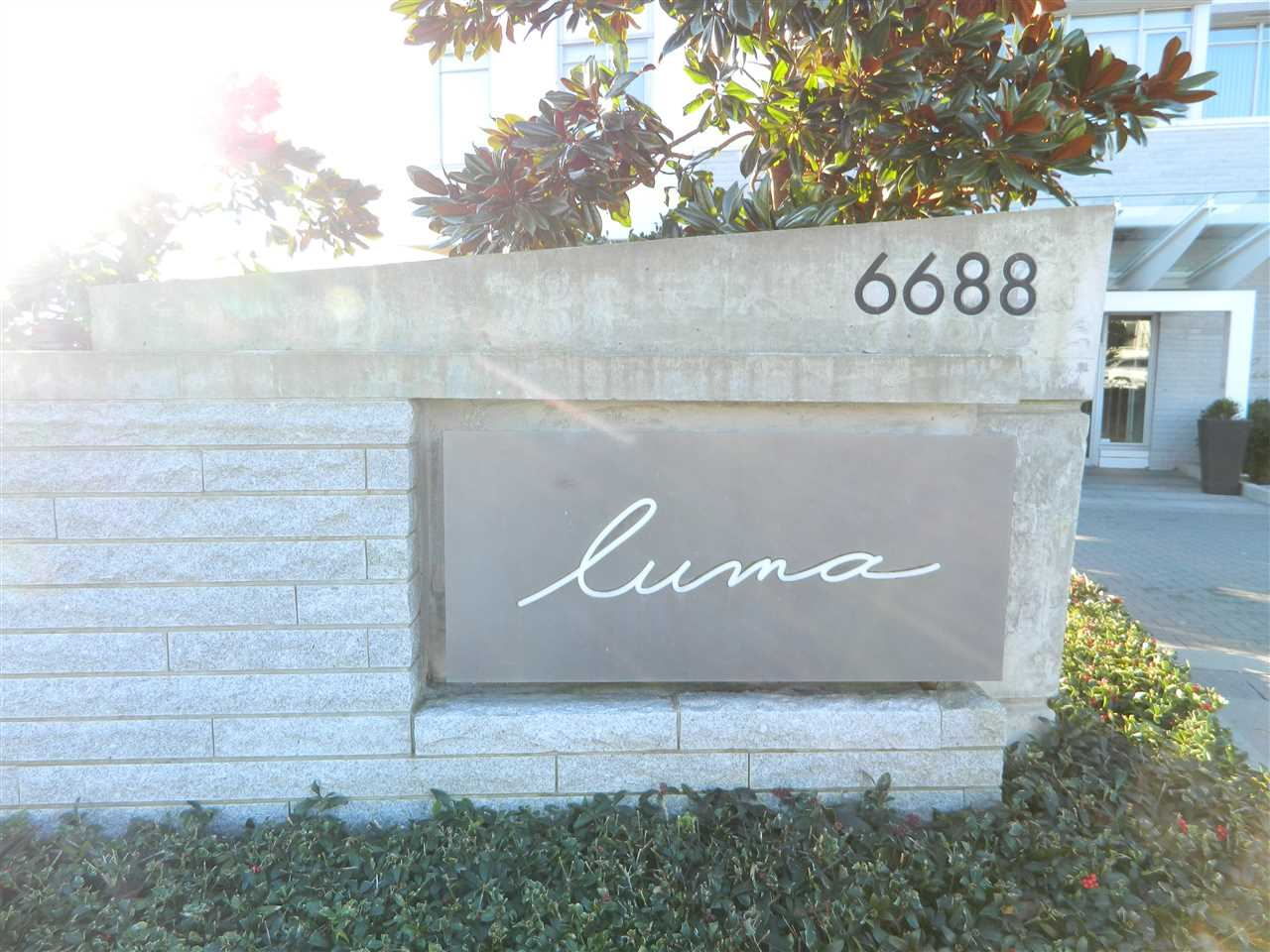 "Main Photo: 1601 6688 ARCOLA Street in Burnaby: Highgate Condo for sale in ""LUMA"" (Burnaby South)  : MLS® # R2177635"