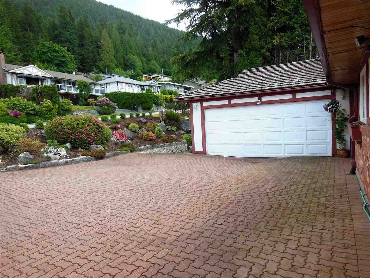 Double Car Garage plus Huge Driveway which can accommodate a RV/Boat