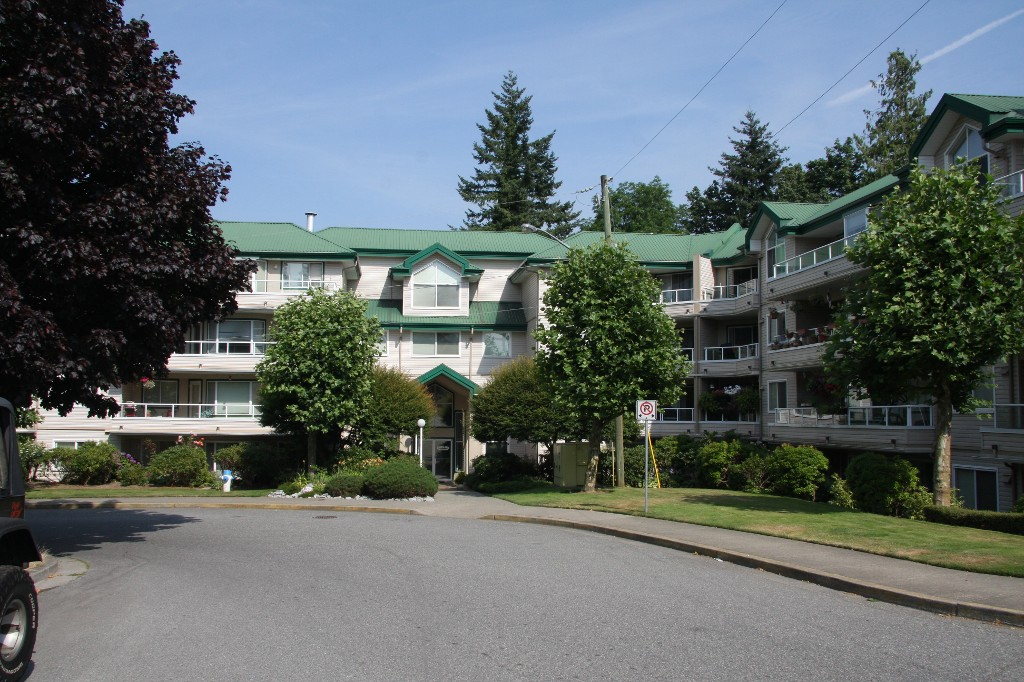 Main Photo: 113 2750 Fairlane Street in : Central Abbotsford Condo for sale (Abbotsford)  : MLS® # R2201040