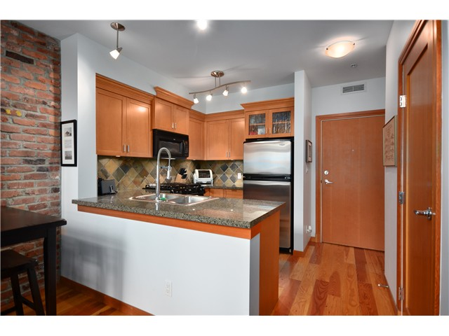 "Main Photo: 102 10 RENAISSANCE Square in New Westminster: Quay Condo for sale in ""MURANO LOFTS"" : MLS® # V976775"
