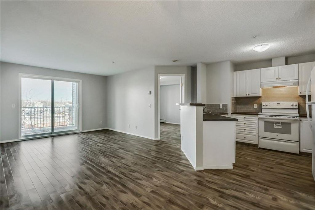 Main Photo: 311 1000 SOMERVALE Court SW in Calgary: Somerset Condo for sale : MLS® # C4162649