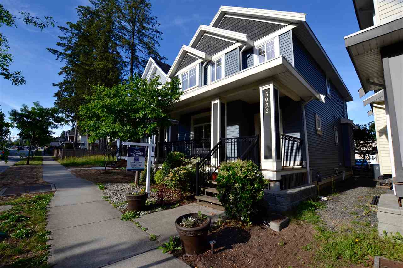 Photo 2: 5922 128 Street in Surrey: Panorama Ridge House for sale : MLS(r) # R2077660