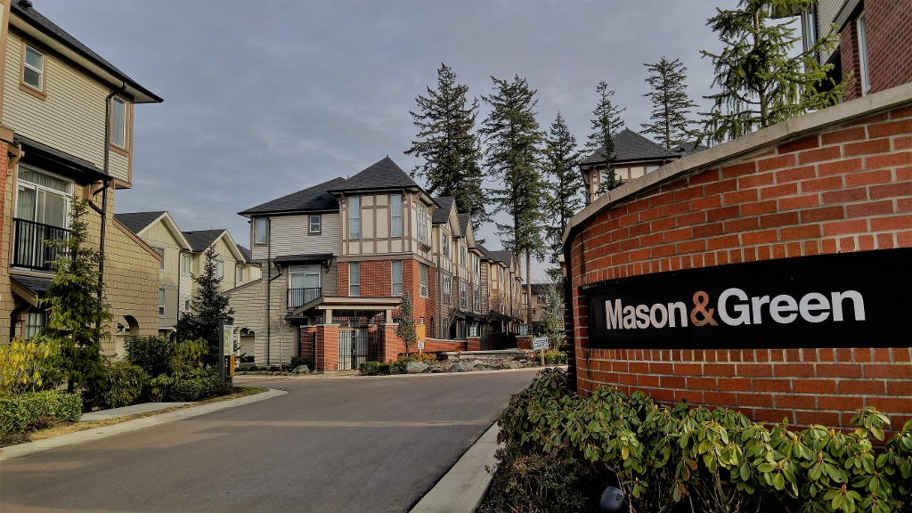 "Main Photo: 5 7848 209 Street in Langley: Willoughby Heights Townhouse for sale in ""MASON & GREEN"" : MLS®# R2133998"