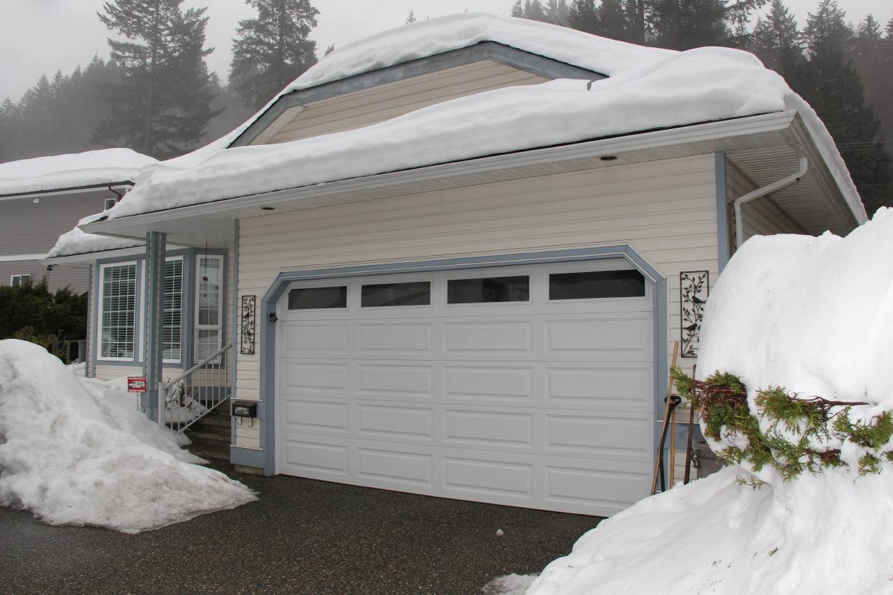 Main Photo: 21070 LAKEVIEW Crescent in Hope: Hope Kawkawa Lake House for sale : MLS®# R2138972