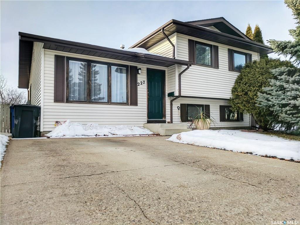 Main Photo: 227 Carter Crescent in Saskatoon: Confederation Park Residential for sale : MLS® # SK712883