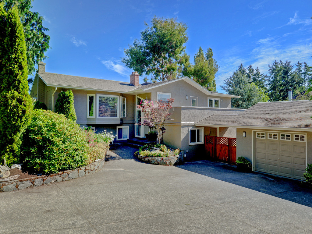 Main Photo: 4901 Maxine Lane in VICTORIA: SE Cordova Bay Single Family Detached for sale (Saanich East)  : MLS® # 381850