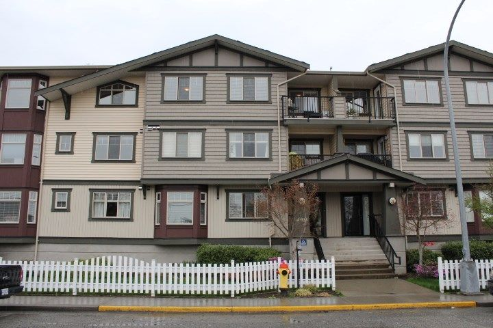 "Main Photo: 301 45535 SPADINA Avenue in Chilliwack: Chilliwack W Young-Well Condo for sale in ""SPADINA PLACE"" : MLS®# R2255717"