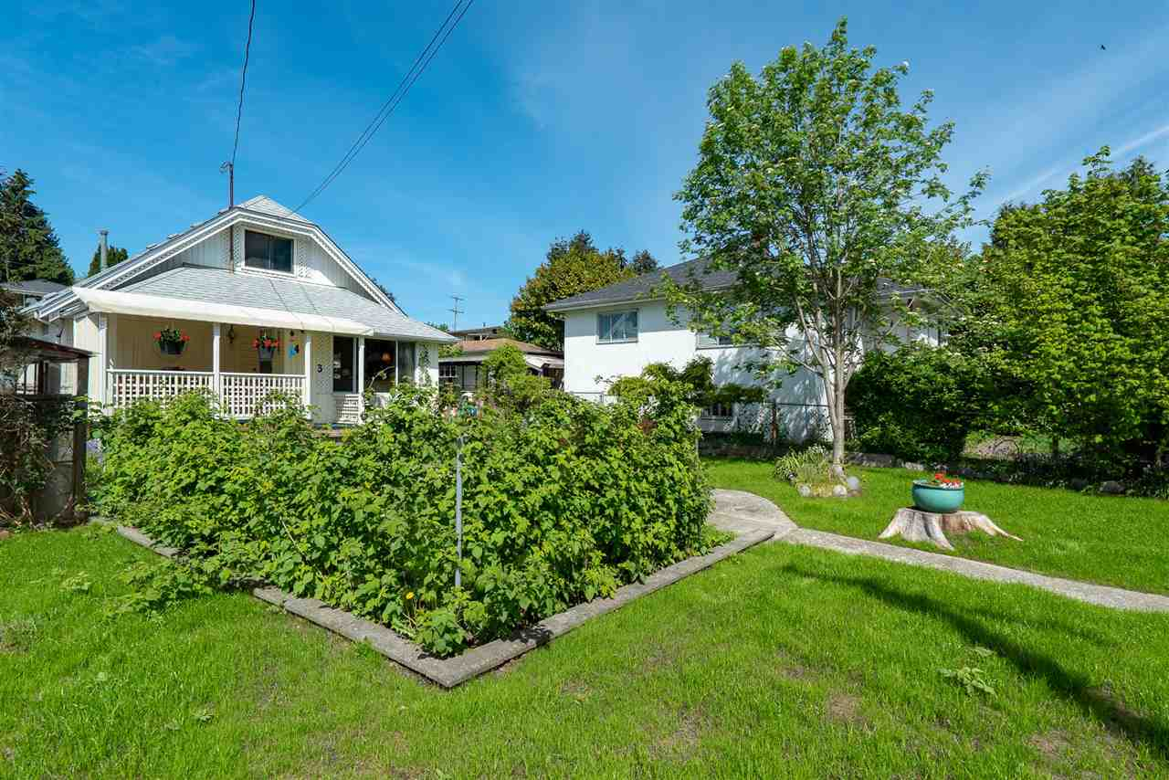FEATURED LISTING: 463 ROUSSEAU Street New Westminster