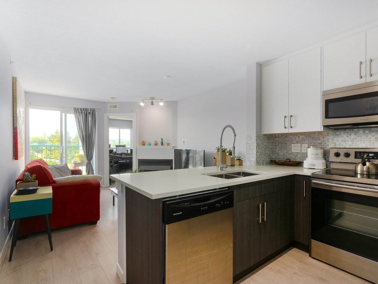 FEATURED LISTING: PH12 868 KINGSWAY Avenue Vancouver