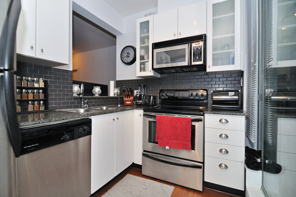 Photo 9: 202 1238 BURRARD Street in Altadena: Condo for sale : MLS® # V983075