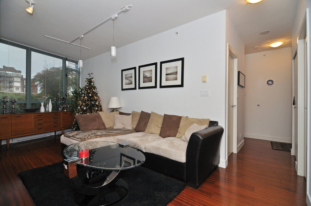 Photo 4: 202 1238 BURRARD Street in Altadena: Condo for sale : MLS® # V983075