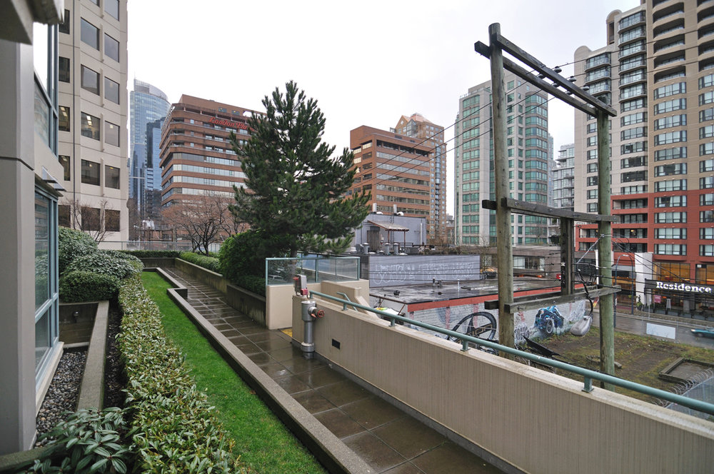Photo 14: 202 1238 BURRARD Street in Altadena: Condo for sale : MLS® # V983075