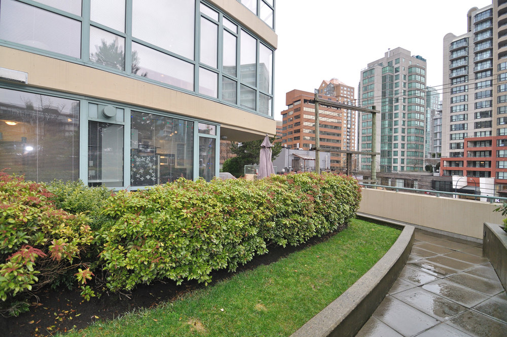 Photo 18: 202 1238 BURRARD Street in Altadena: Condo for sale : MLS® # V983075