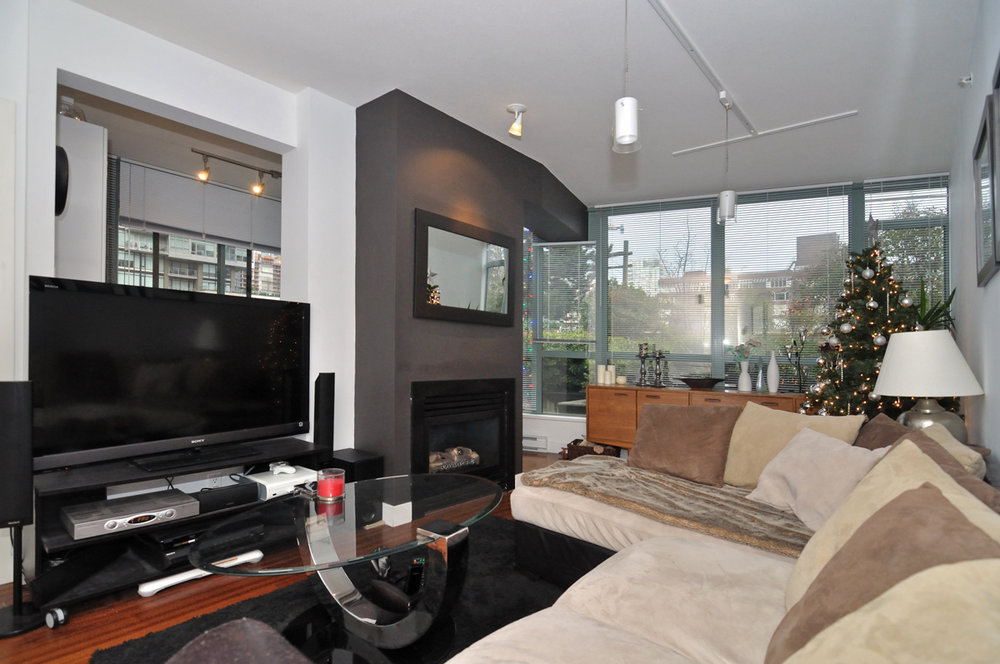 Photo 7: 202 1238 BURRARD Street in Altadena: Condo for sale : MLS® # V983075